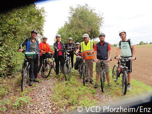 Teilnehmer der VCD-Radtour auf der Kleinbahntrasse