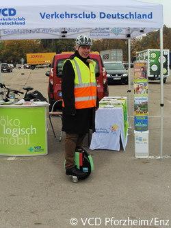 VCD-Landesvorsitzender Matthias Lieb mit Elektro-Einrad